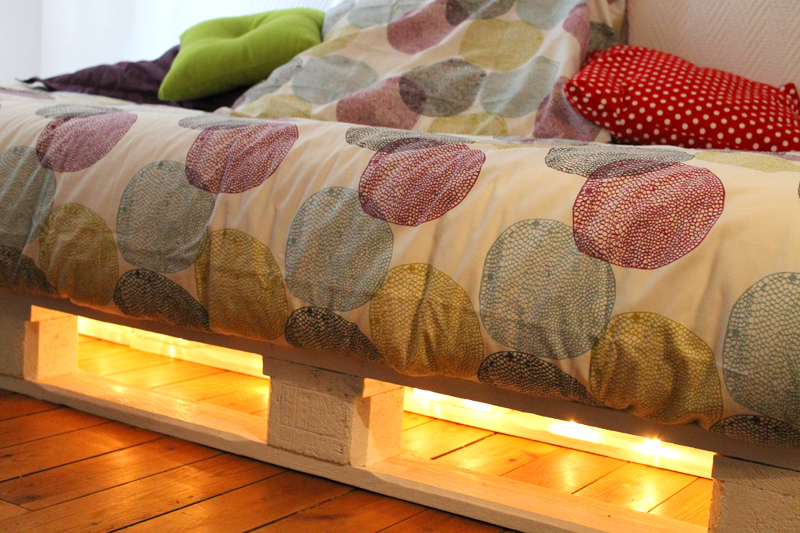 Un Cadre De Lit à Base De Palettes Mademoiselle Je Sais Tout - Cadre de lit palette