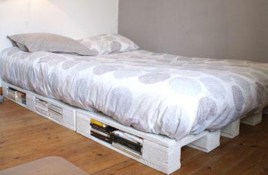 faire une base de lit avec des palettes en bois