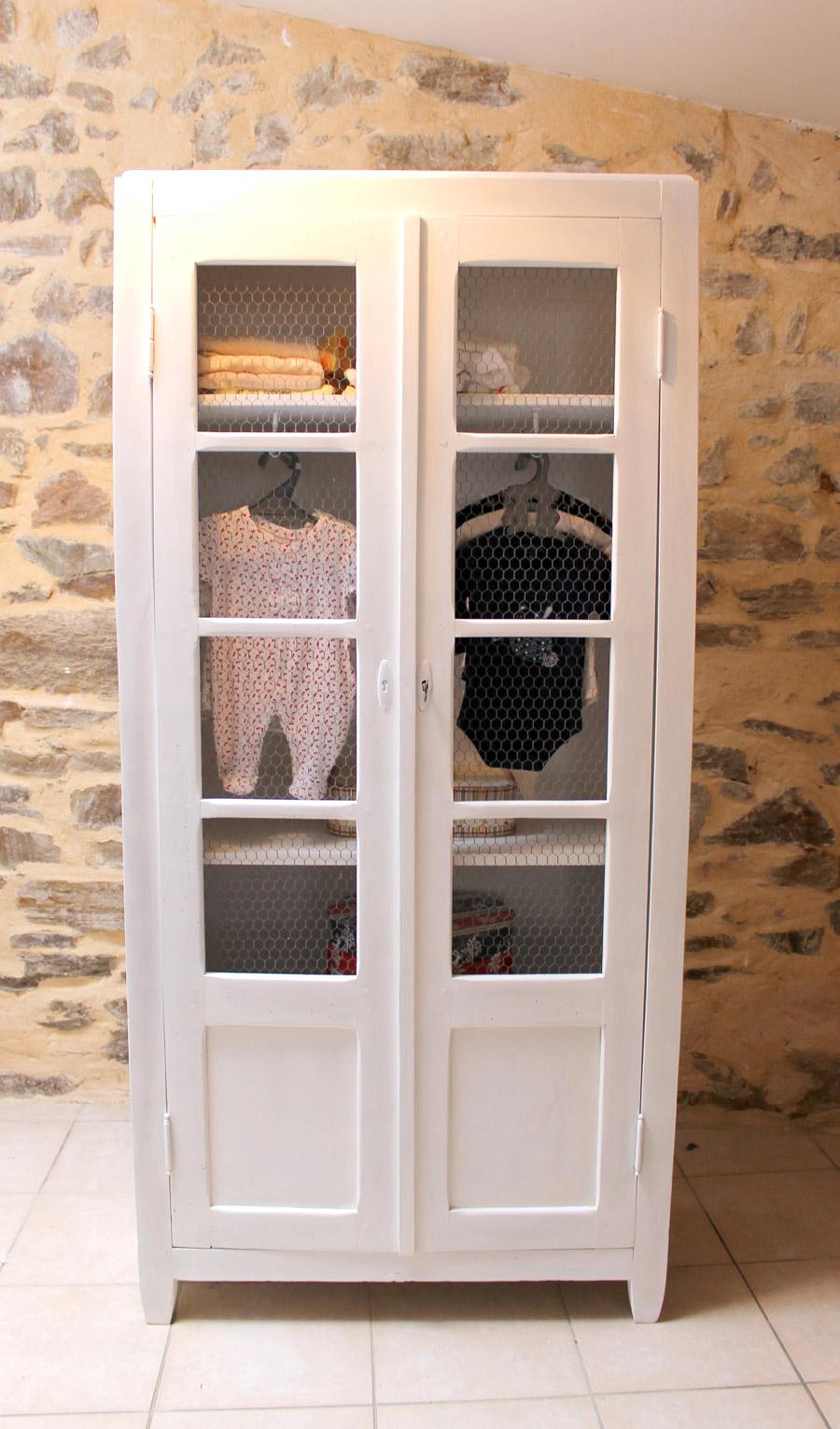 vielle armoire blanche pour enfant