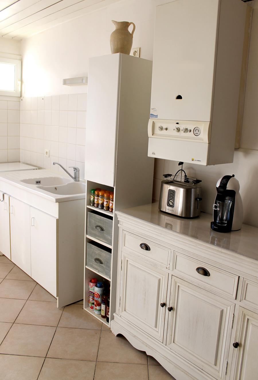 fabriquer des tiroirs de rangement avec des caisses de vin. Black Bedroom Furniture Sets. Home Design Ideas