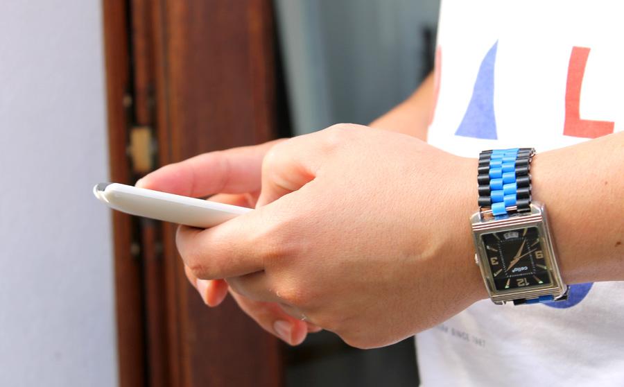 DIY fabriquer un bracelet de montre avec des perles en plastique