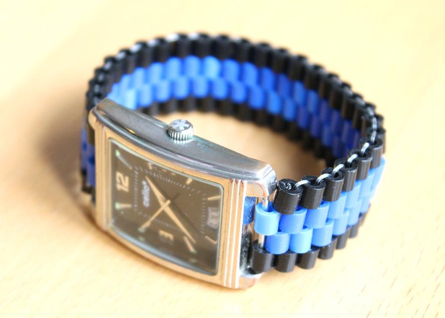 créer un bracelet de montre avec des perles en plastique